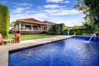Spectacular family entertainer bathed in Northerly sun