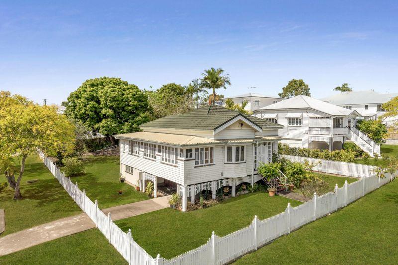 Blue Chip Hawthorne Family Estate - 2 Lots - Corner Block