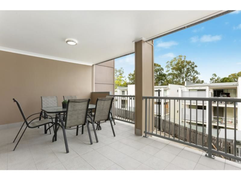 SPECTACULAR TOWNHOUSE WITH POOL AND DOUBLE LOCK UP GARAGE