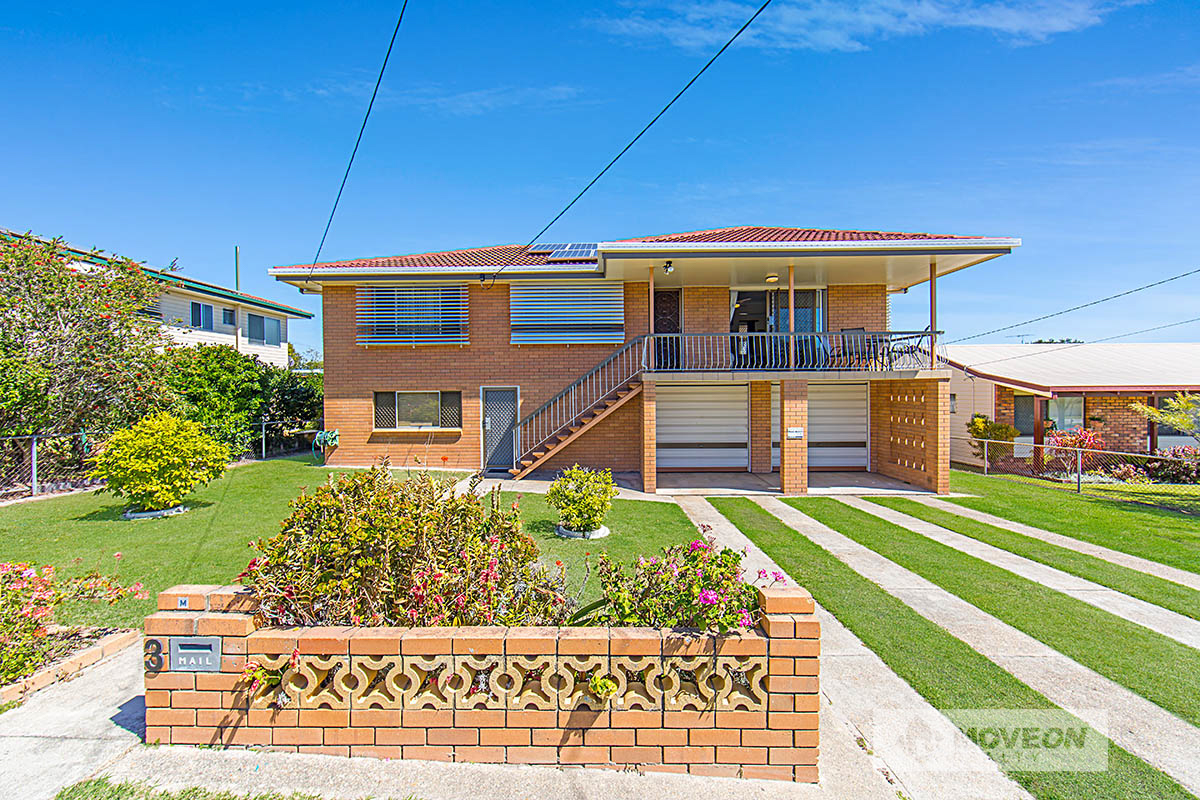 SOLID FAMILY HOME-DUAL LIVING POTENTIAL- LARGE POOL