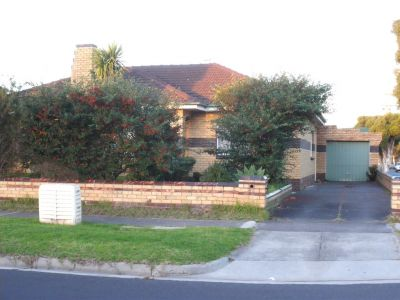 3 Bedroom Home - close to Springvale station
