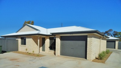 EASY TO MANAGE UNFURNISHED 3 BEDROOM UNIT