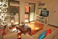 BRONTE 1BED 1BATH F/F APT ON FIRST FLOOR OF QUIET BLOCK GARAGE, 5 MINS TO BEACH.