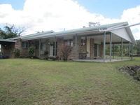 ACREAGE LIVING CLOSE TO TOWN