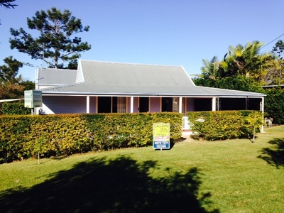 GORGEOUS RENOVATED QLD ON LARGE BLOCK