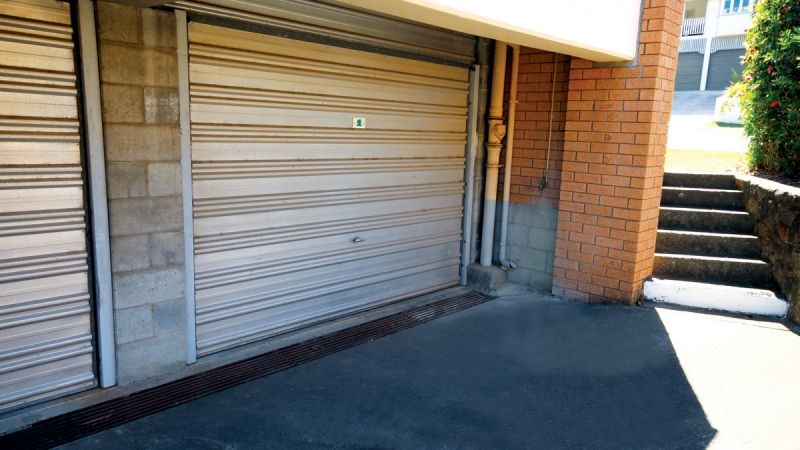 RECENTLY RENNOVATED TWO BEDROOM UNIT CLOSE TO CBD AND TRANSPORT
