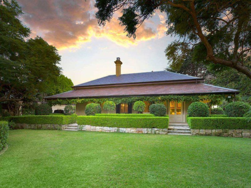 Casa para uma família para Venda às A classic Georgian manor within superb 2,163sqm level grounds Mosman, New South Wales,2088 Austrália