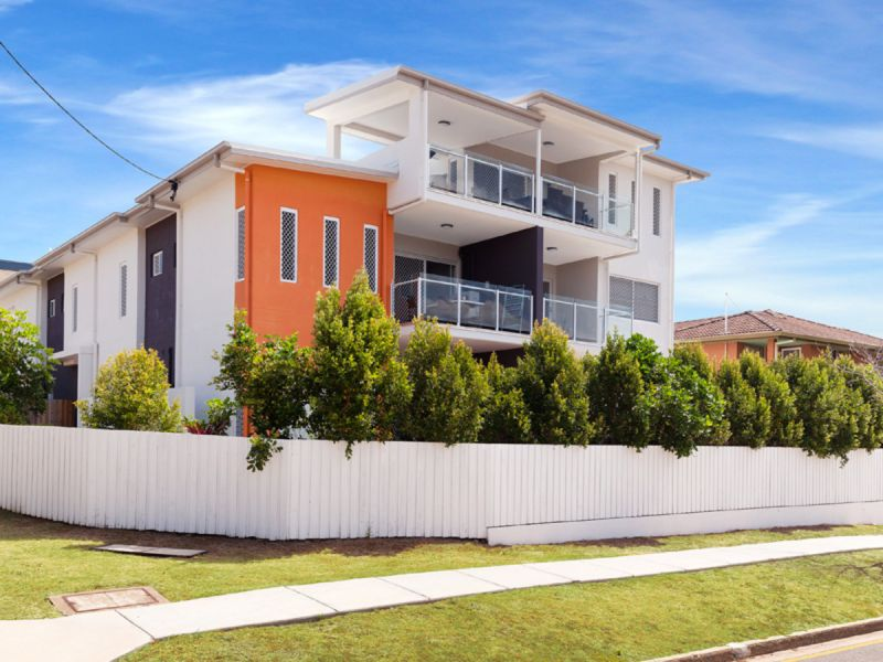 AS NEW 2 BEDROOM UNIT IN THE HEART OF MOOROOKA
