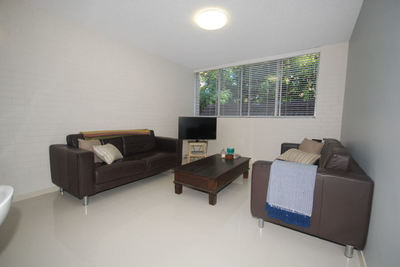 MODERN 2 BEDROOM UNIT - QUIET LOCATION