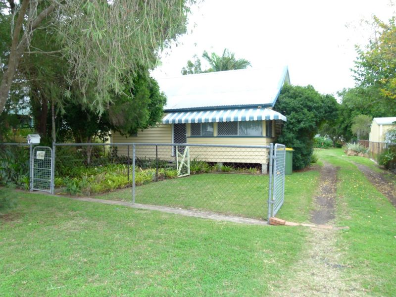 PRIVATE HOME ON A BIG 969M2 BLOCK!