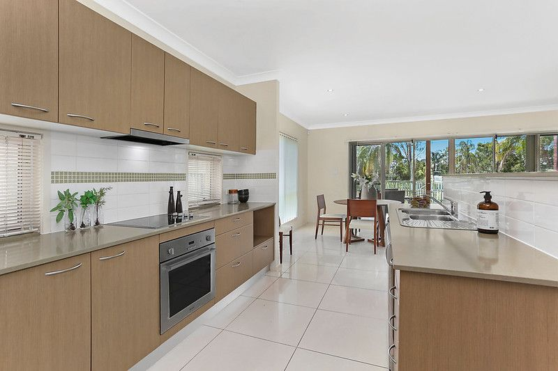 Space, exclusivity, light and convenience for a family