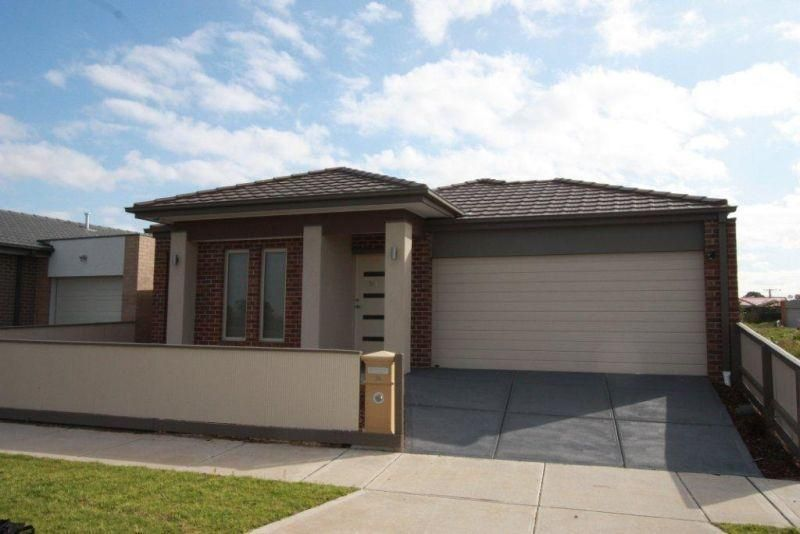 BRAND NEW FAMILY LIVING OVERLOOKING BRIMBANK PARK