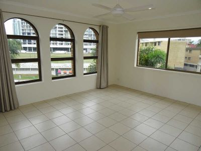 2 BEDROOM, 2 BATH TOP FLOOR UNIT IN THE HEART OF SURFERS