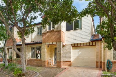 Private Townhouse In Trendy Sought After Location