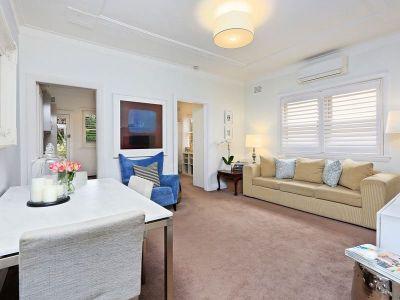 Charismatic Art Deco apartment, sought after setting