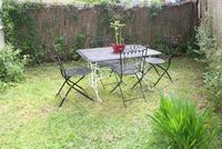 BRIGHT & SECLUDED ONE BEDROOM GARDEN APARTMENT!