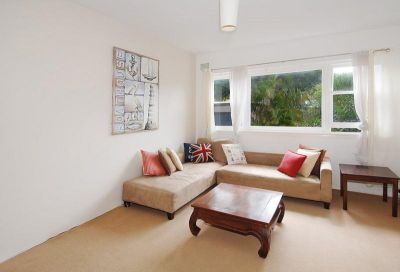 REFURBISHED 1 BEDROOM IN ROSE BAY WITH PARKING !