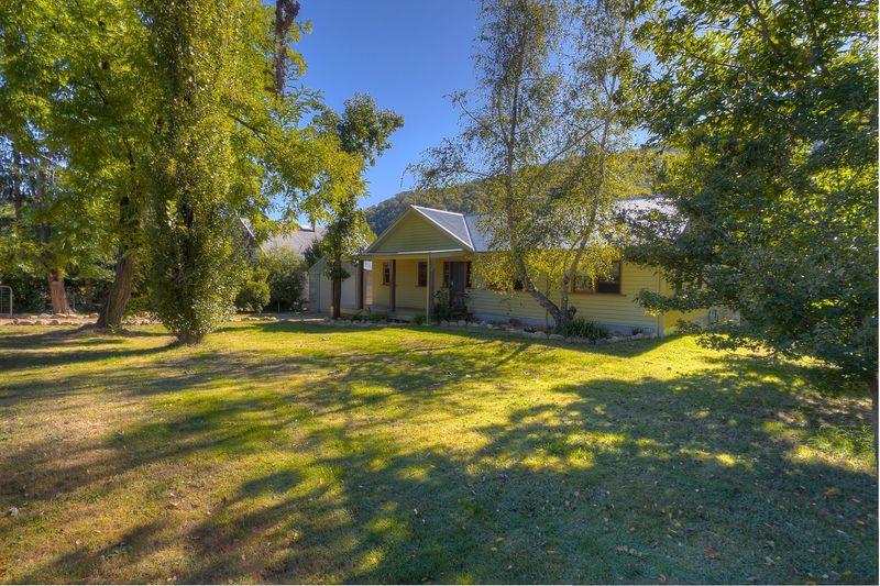 Family Home, Character Filled, 1 acre, Pool and it's on the creek!
