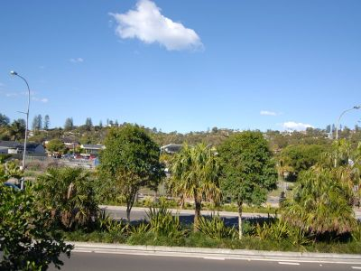 WALK TO THE BEACH , CONVENIENTLY LOCATION !!