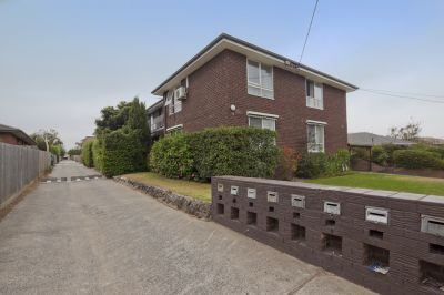 IDEAL INVESTMENT -DOWNSTAIRS APARTMENT WITH THE BUILDERS MAKEOVER !!!!