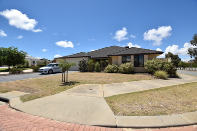 SO MUCH SPACE! - Family House in Booming Suburb - NOW REDUCED
