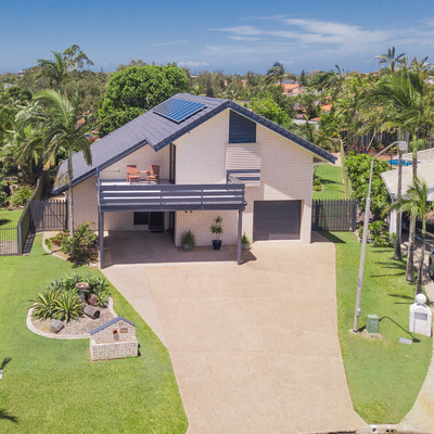 BRICK WITH VIEWS - 100 METRES TO THE WATER – 784m2
