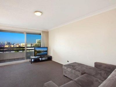 STUNNING ONE BEDROOM APARTMENT WITH AMAZING HARBOUR VIEWS