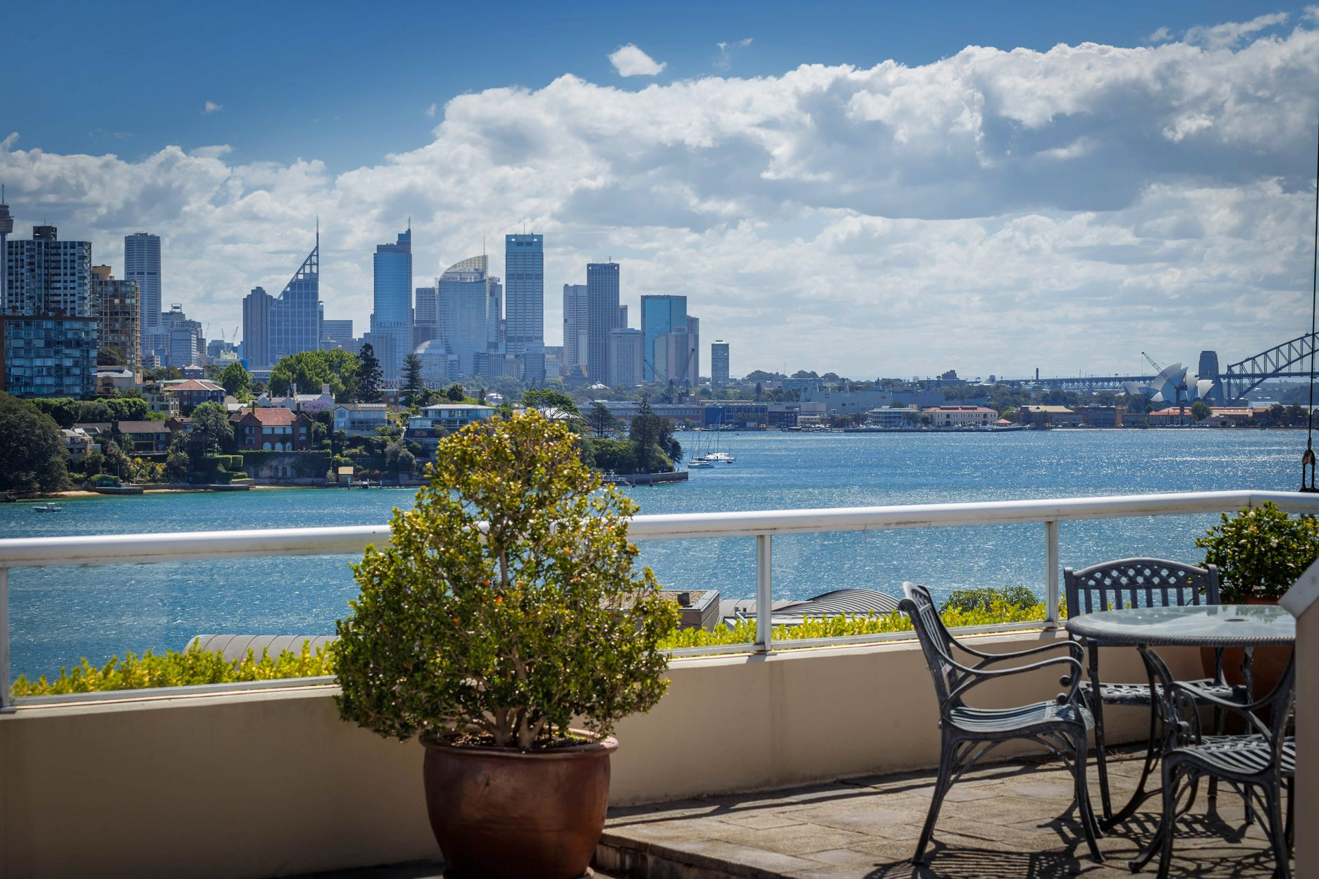 Additional photo for property listing at Exclusive absolute waterfront position 2/56 Wolseley Road Point Piper, New South Wales,2027 Australien