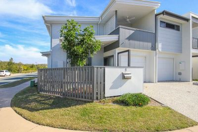 Modern Convenience Next To Bushland!