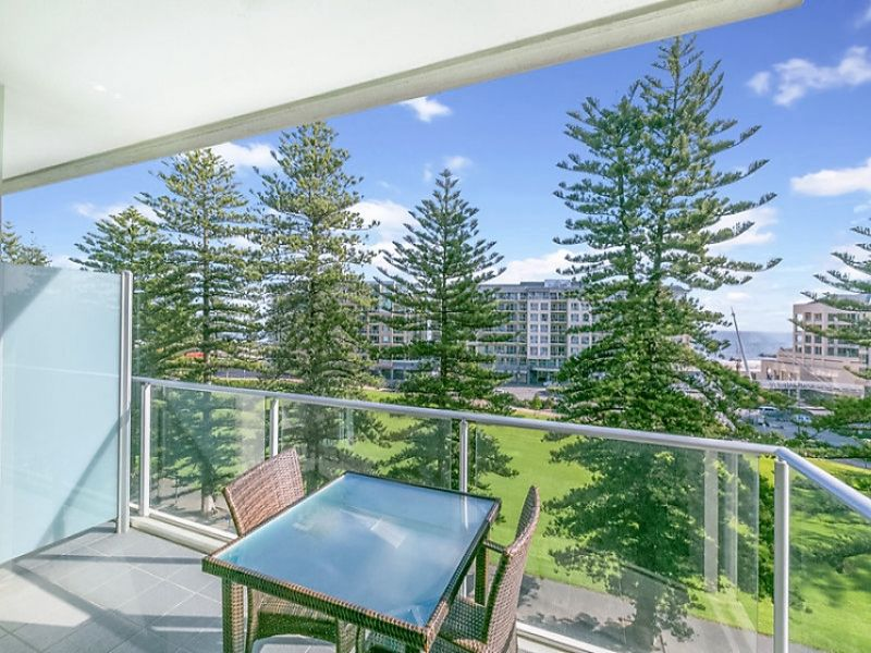 Large 2 Bedroom Apartment With Magnificent Views.