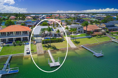 Idyllic Waterfront Lifestyle – A Boaties Haven