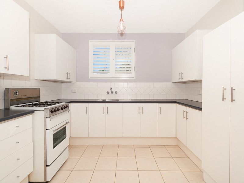 FRESH 2 BED UNIT IN SOUGHT AFTER LOCATION - WALKING DISTANCE TO TRAIN