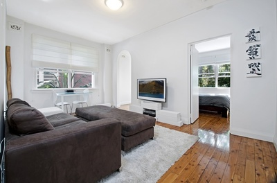 Fully renovated 2.5 bedroom art deco apartment!