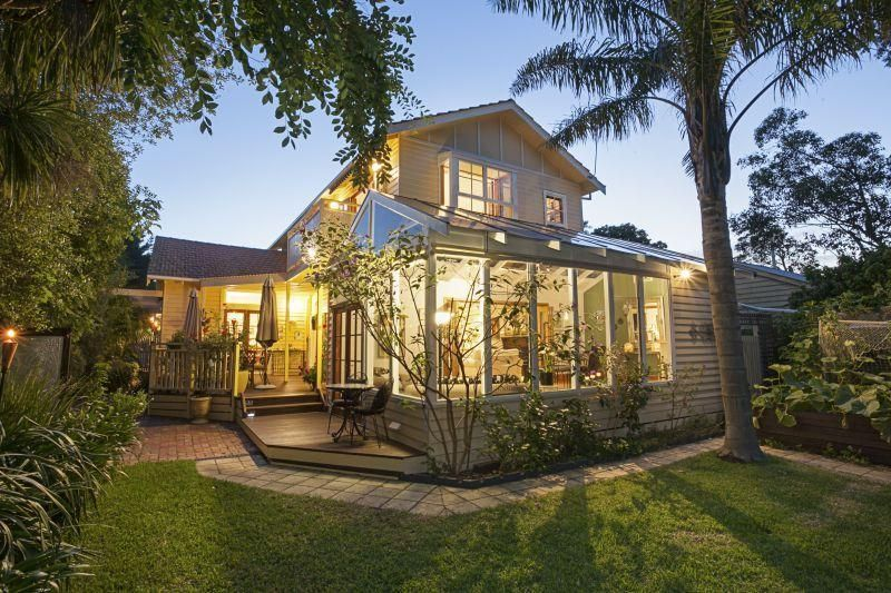 A FRESH GREEN 5 BEDROOM FAMILY OASIS IN A BAYSIDE LOCATION