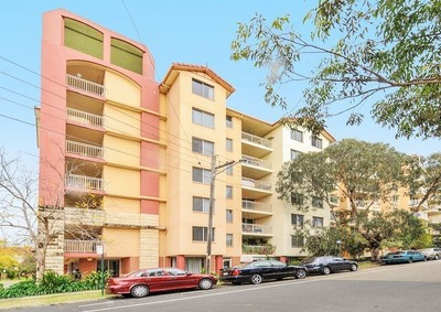 Huge Two Bedroom Unit with Parking and Courtyard