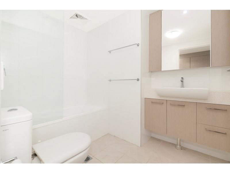 MODERN SPACIOUS UNIT - IN SOUGHT AFTER LOCATION