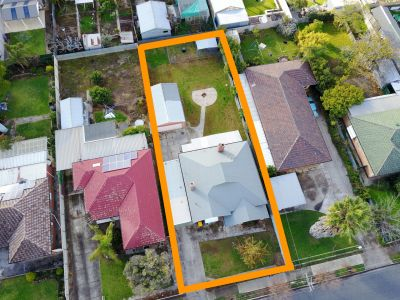 Renovate or redevelop! c.1925 Bungalow on large block