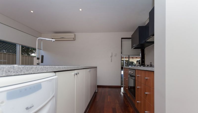 PERFECTLY LOCATED TOWNHOUSE - VIC PARK LIVING