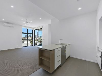 BEST CITY VIEWS IN NEWSTEAD! EXECUTIVE PENTHOUSE 1 BEDDER!