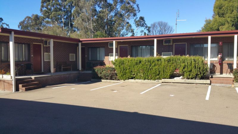 TWIN OFFER MOTEL LEASEHOLDS $440,000 + SAV
