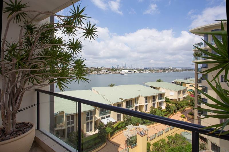 Spacious 3 Bedroom Riverfront Apartment in Prestigious Bretts Wharf