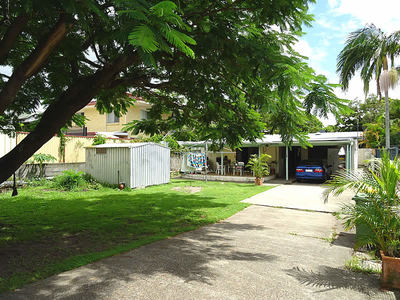 EXCELLENT LOCATION - RENOVATOR WITH DUAL STREET ACCESS