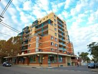 Modern 1 bedroom apartment in sought after building