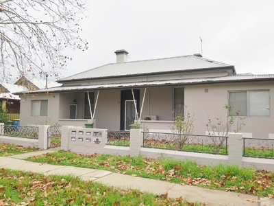 Renovated Unit Has Location at its fingertips!!