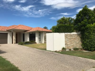 SPACIOUS 4 BEDROOM HOUSE WITH DOUBLE GARAGE - ROBINA