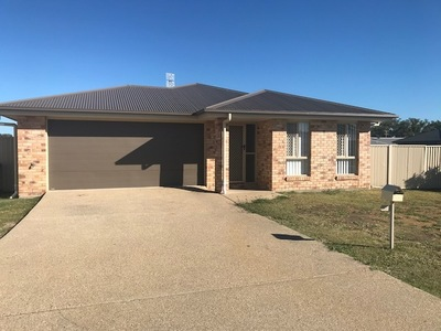 SPACIOUS 4 BEDROOM HOME WITH DOUBLE BAY SHED