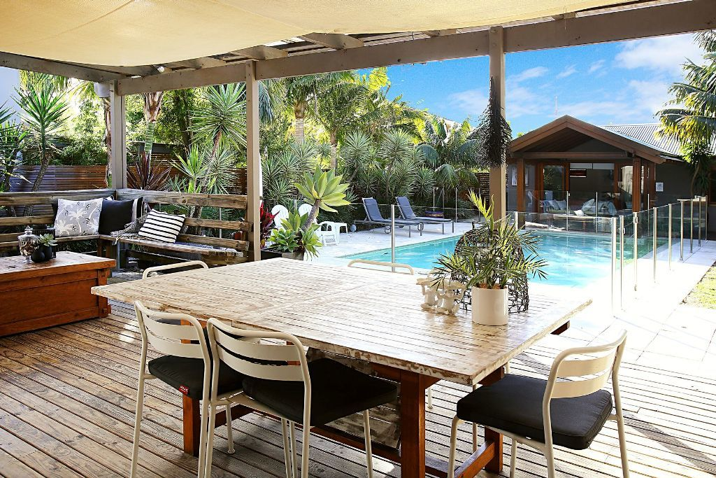Immaculate Bungalow plus Separate Poolside Accommodation