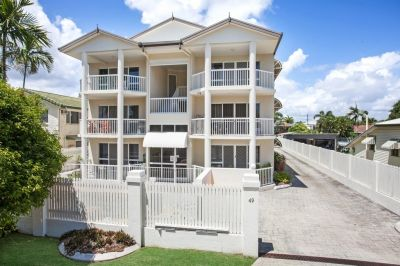 Large Three Bedroom Apartment overlooking the pool and golf course