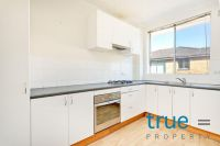 = HOLDING DEPOSIT RECEIVED = TOP FLOOR APARTMENT WITH COMFORT
