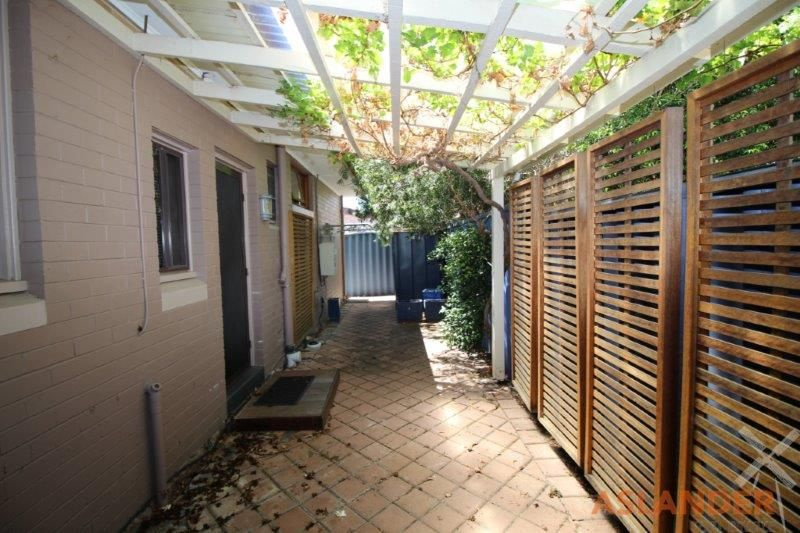 WELL KEPT HOME WITHIN WALKING DISTANCE TO LOCAL SHOPS